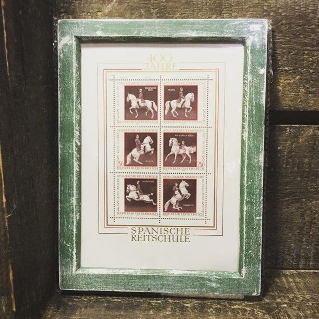 オーストリア 乗馬学校の記念切手。金のインクが素敵です。#束の舎 #tsukanosha #切手 #アンティーク #雑貨 #額 #馬 #壁飾り - from Instagram