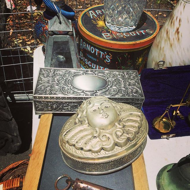 Rozelle Collectors market at Sydney.#束の舎 #tsukanosha #つかのしゃ #東京 #三鷹 #Mitaka #武蔵野 #雑貨 #ブロカント #古道具 #がらくた #レトロ #蚤の市 #マーケット #zakka #仕入れ - from Instagram