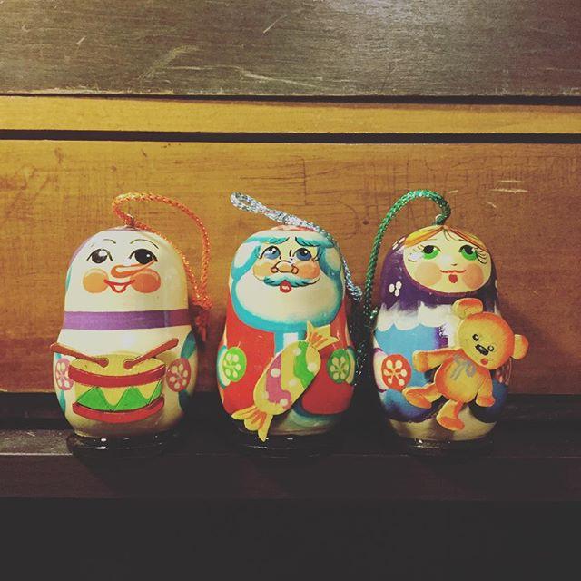 クリスマス飾りロシアの手作り人形です#束の舎 #tsukanosha #つかのしゃ #nohsha #brocca #brocante #東京 #三鷹 #Mitaka #クリスマス#xmas#プレゼント#オーナメント#サンタ - from Instagram
