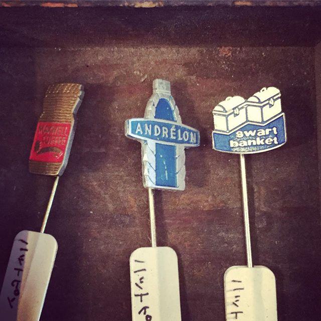 ハットピン。消しゴムにさして飾ったりしています。#tsukanosha #束の舎 #レトロ #ハットピン #アンティーク #ブロカント - from Instagram