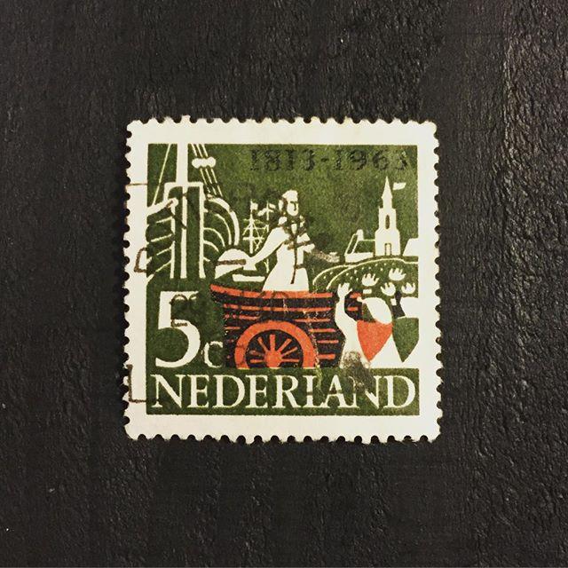 海外の可愛い切手も置いてます。#束の舎 #tsukanosha #ガラクタ #雑貨 #切手 #デザイン #古切手 #三鷹 - from Instagram
