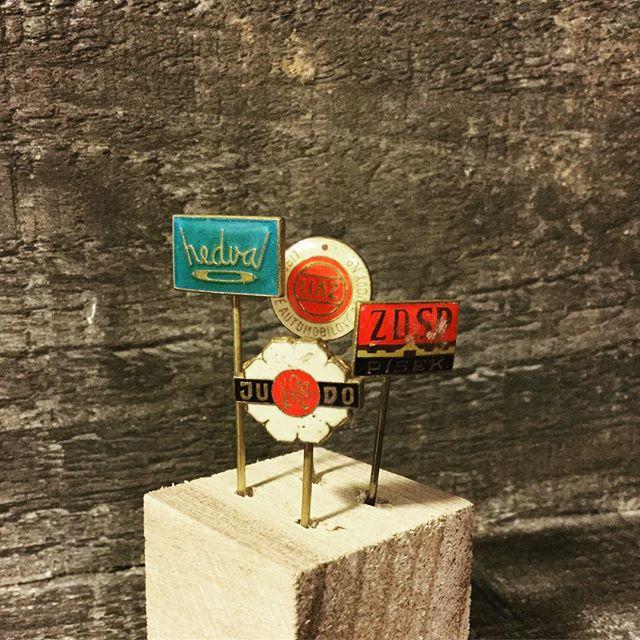 今月の束の祭はハットピン祭を考えています#束の舎 #tsukanosha #つかのしゃ #東京 #三鷹 #Mitaka #武蔵野 #雑貨 #ブロカント #がらくた #レトロ #素敵 #ハットピン #かわいい #プレゼントに #東欧 - from Instagram
