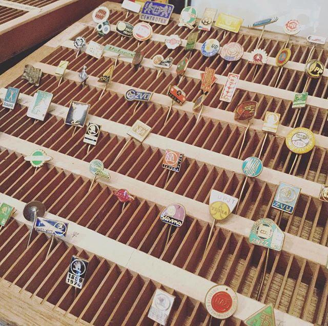 ハットピン祭、始まりました22日まで。#束の舎 #tsukanosha #つかのしゃ #東京 #三鷹 #Mitaka #武蔵野 #雑貨 #ブロカント #古道具 #がらくた #レトロ #素敵 #ヴィンテージ #ハットピン #チェコスロバキア - from Instagram