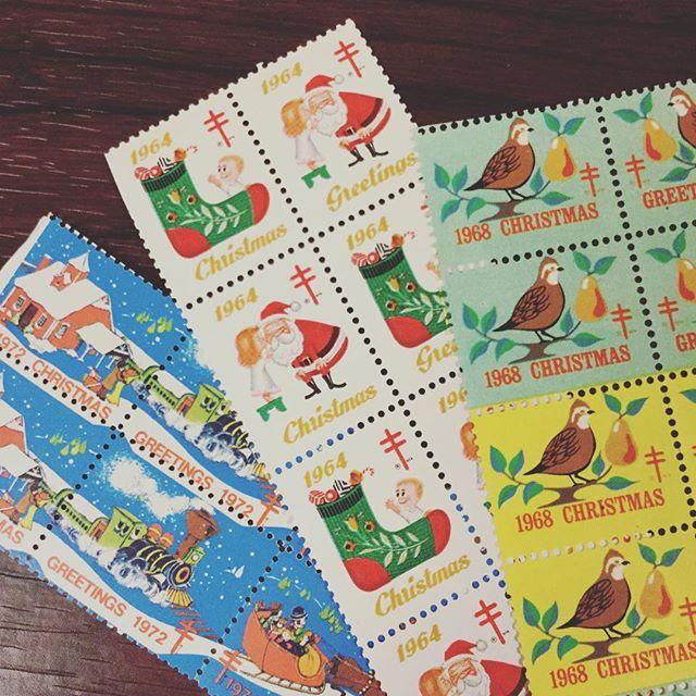 クリスマススタンプシール(切手ではありません)クリスマスカードに、プレゼントにペタリ。#束の舎 #tsukanosha #つかのしゃ #東京 #三鷹 #Mitaka #武蔵野 #雑貨 #ブロカント #古道具 #がらくた #レトロ #stamp #切手 #古切手 #紙もの #素敵 #クリスマスカード  #クリスマス雑貨 - from Instagram