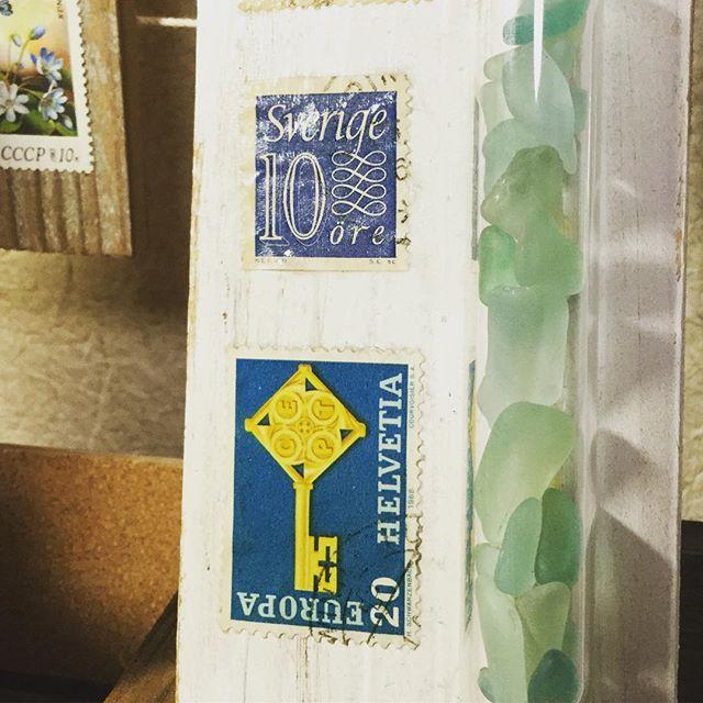 Sea glass decoration #束の舎 #tsukanosha #つかのしゃ #nohsha #brocca #brocante #東京 #三鷹 #Mitaka #武蔵野 #雑貨 #ブロカント #古道具 #がらくた #レトロ #蚤の市 #仕入れ #stamp #切手 #古切手 #紙もの #素敵 #古いもの #アジ紙 #味紙 #scrapbook #スクラップブッキング #コラージュ - from Instagram