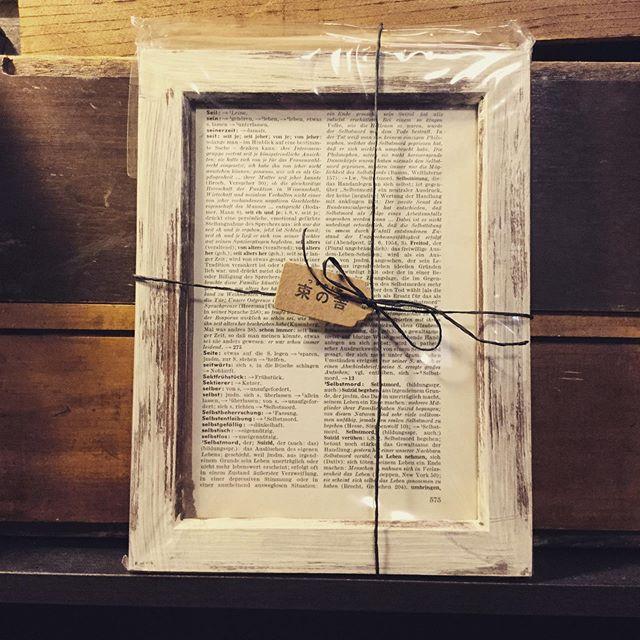 コラージュ素材セットコラージュやスクラップブッキングの基本素材としてお使いいただける、古書と切手、シガレットラベル、ワックスペーパーなどの紙素材とハガキサイズフレームのセットです。プレゼントにも。#束の舎 #tsukanosha #つかのしゃ #nohsha #brocca #brocante #三鷹 #古道具 #がらくた#レトロ #蚤の市 #stamp #切手 #古切手 #紙もの #素敵 #古いもの #アジ紙 #味紙 #scrapbook #スクラップブッキング #コラージュ #collage #vintage #ビンテージ - from Instagram